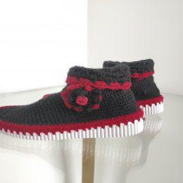 Bota tejida negro con rojo