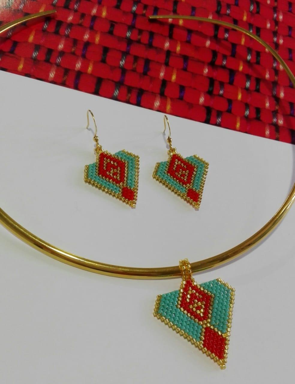 7fca8280cb0f Juego Collar y Aretes Gargantilla Miyuki Rojo y Azul - Bazar Artesanal