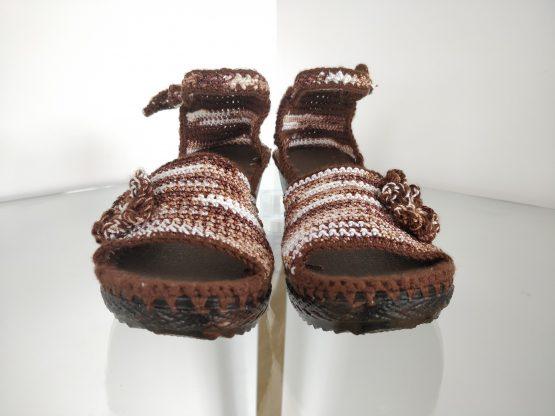 Sandalia tejida café